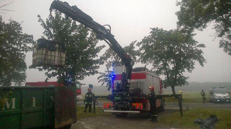 Beczka z niebezpiecznym kwasem w Kruszynie i ewakuacja ludzi