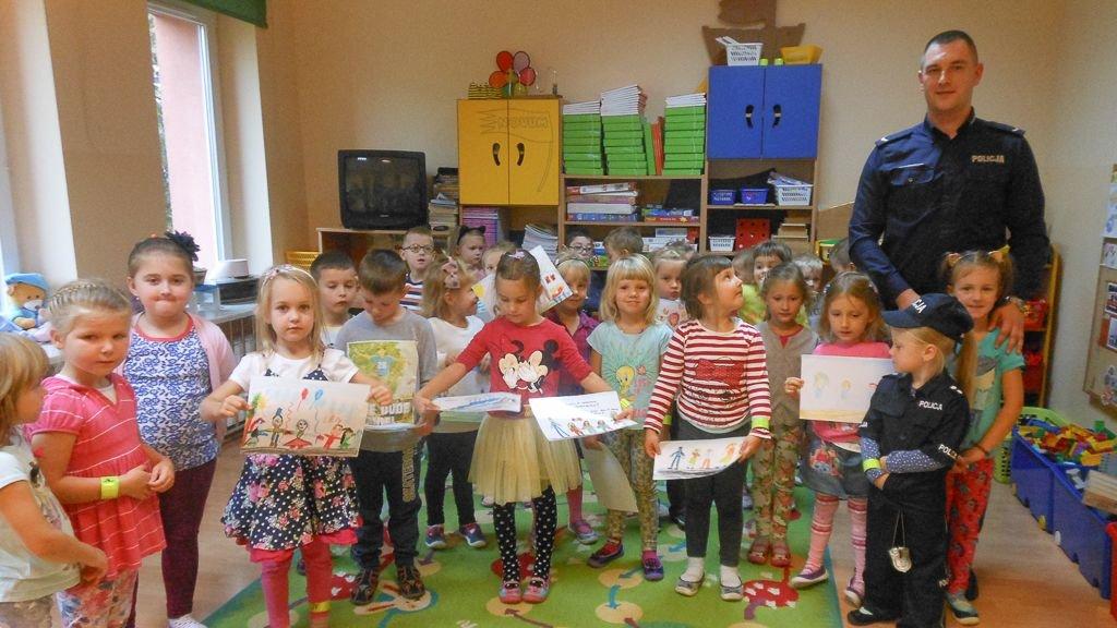Bolesławieccy policjanci edukują dzieci i młodzież