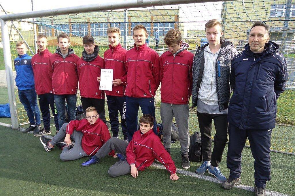Gimnazjum w Nowogrodźcu i GS nr 1 najlepsze w piłce nożnej