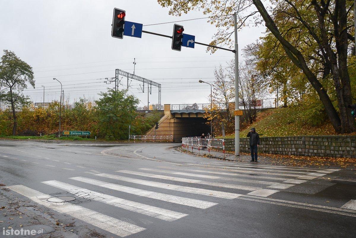 Niebezpiecznie na przejściu dla pieszych przy ul. Tamka w Bolesławcu?
