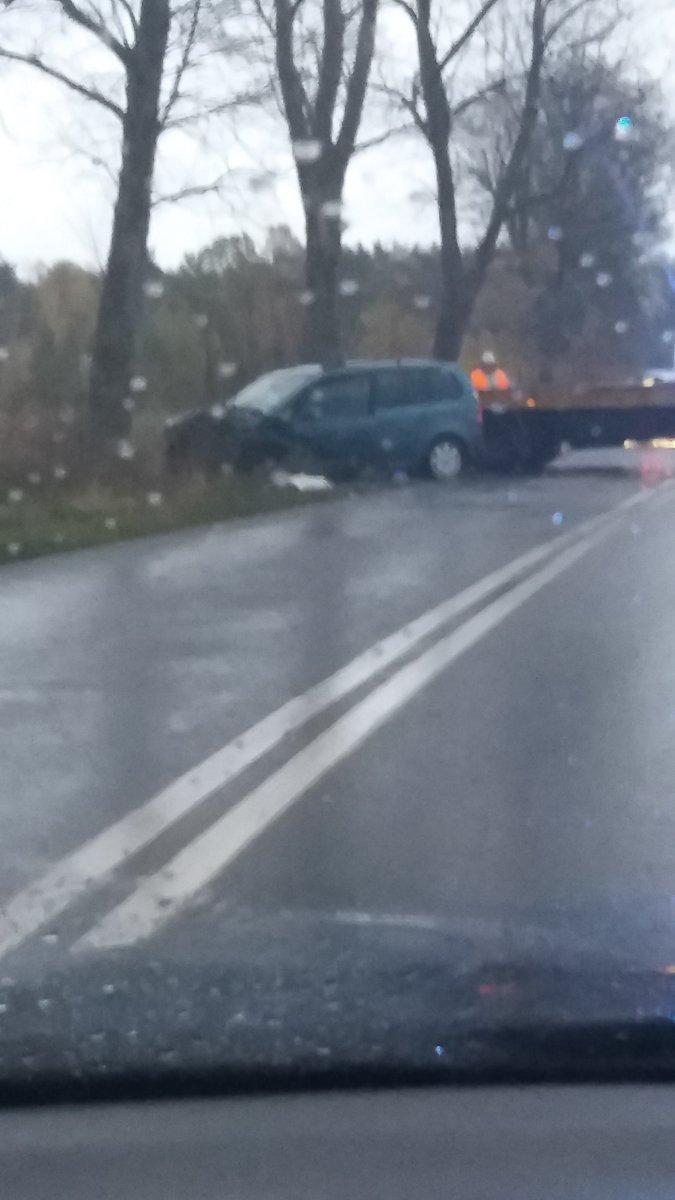 Kolizja Peugeota z VW Touranem między Brzeźnikiem a Zabłociem. Sprawa trafi do sądu