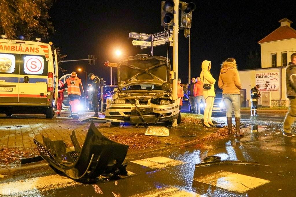 Kolizja aut na skrzyżowaniu ulic Cieszkowskiego i Staszica