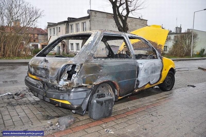 Ukradł auto, a chwilę później je podpalił