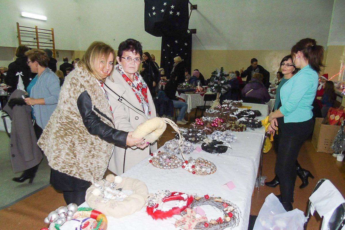 Świąteczne tradycje w szkole w Ocicach z-index: 0