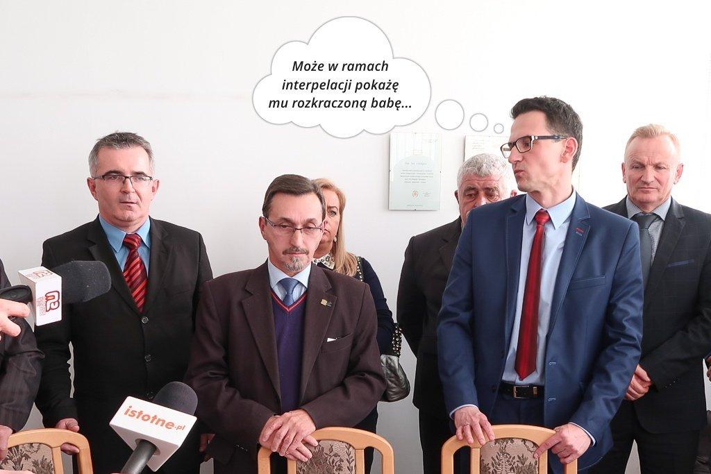 Radny Małkowski na konferencji prasowej