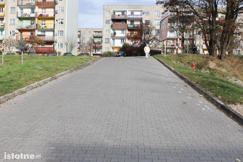 Droga do marketu Dino w Bolesławcu