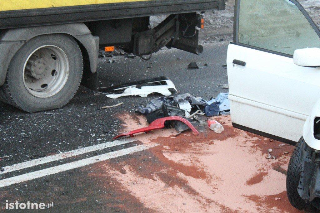 Wypadek pod wiaduktem - 2 osoby ranne z-index: 0