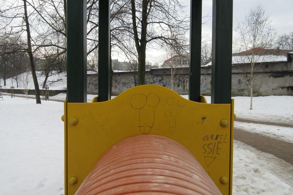 Pociąg miłości na placu zabaw przy Łukasiewicza