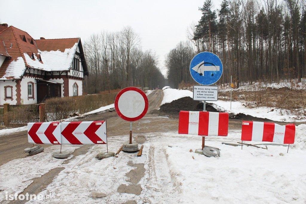 Zamknięta droga z Bolesławca do Lwówka Śląskiego.