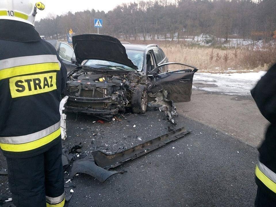 Trzy osoby ranne po zderzeniu dwóch aut w Kozłowie