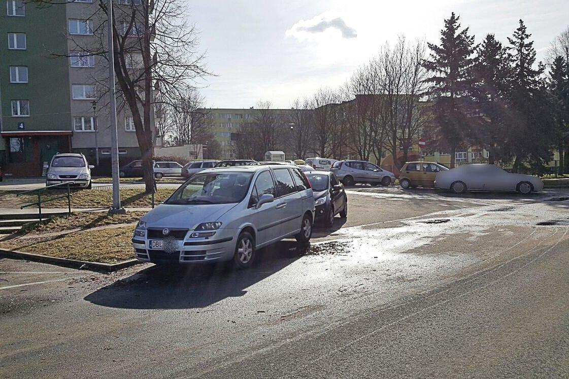 Czytelnik: Tak się parkuje przy Bielskiej