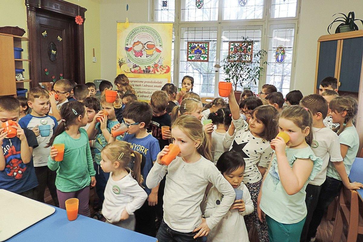 Przedszkolaki promują ruch i zdrowe smaki