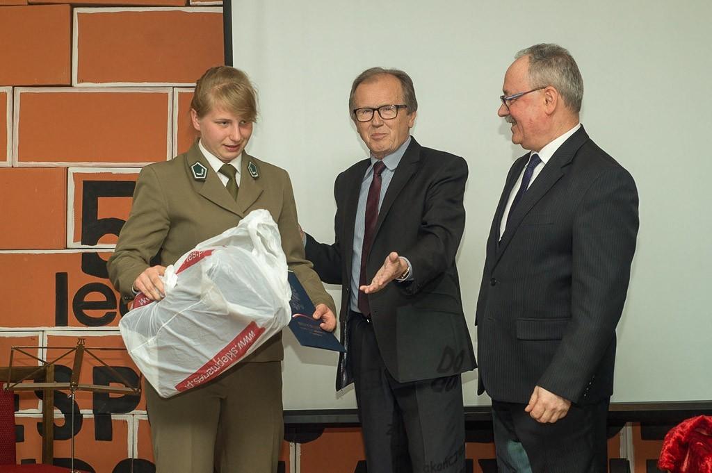 """Pożegnanie maturzystów z """"Budowlanki"""" z-index: 0"""
