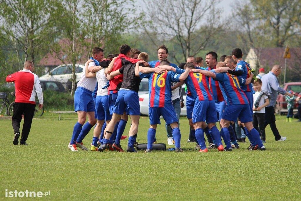 TS Parzyce zajęły 1 miejsce w tabeli i wywalczyły awans do klasy okręgowej
