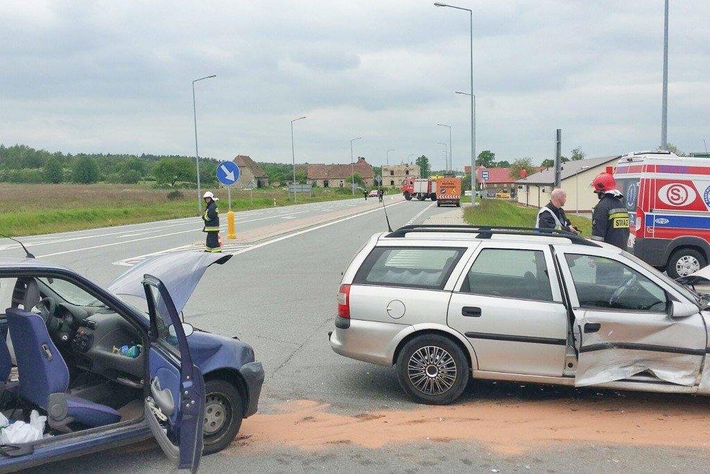 Wypadek w Wykrotach: ranne 2 kobiety. Jedna z nich jest w ciąży