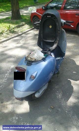 Jechał kradzionym skuterem w kasku z… doniczki