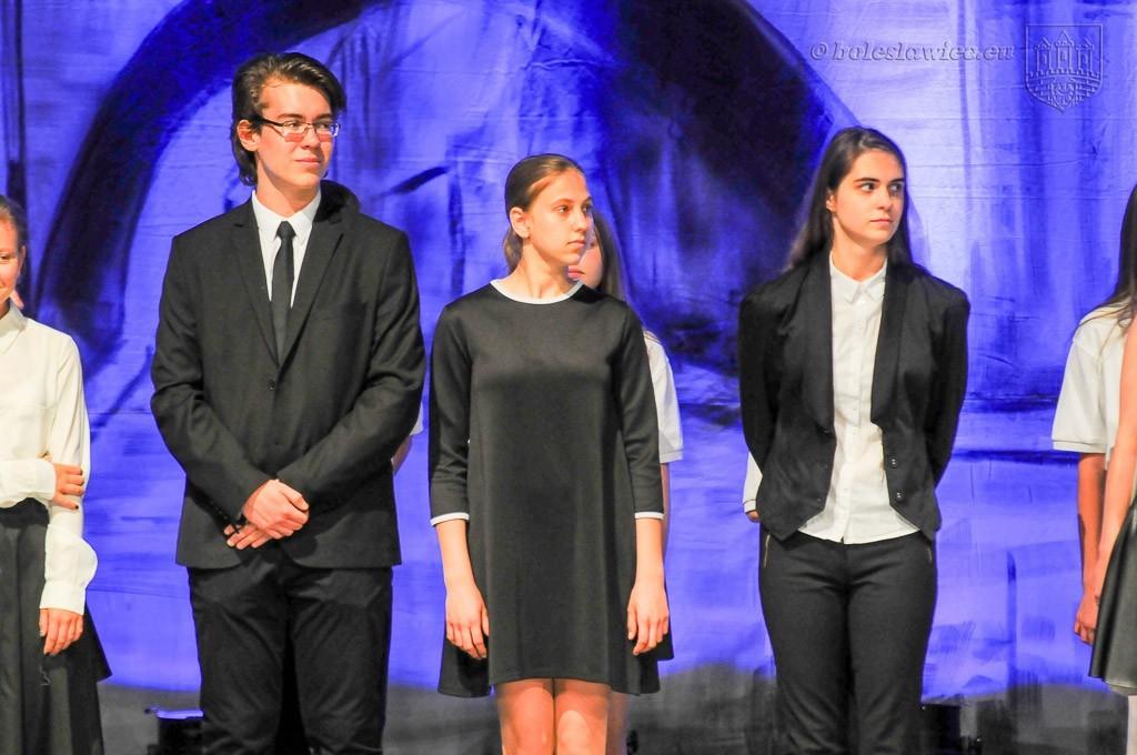 Uhonorowano wybitnie uzdolnionych uczniów szkół miejskich