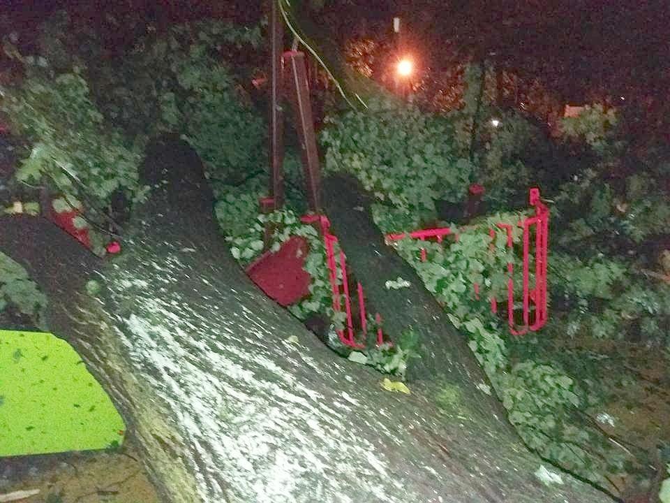 Nawałnica zniszczyła plac zabaw w Parku Miejskim