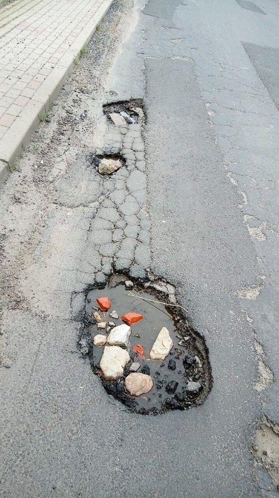 Dziury na drodze w Ocicach