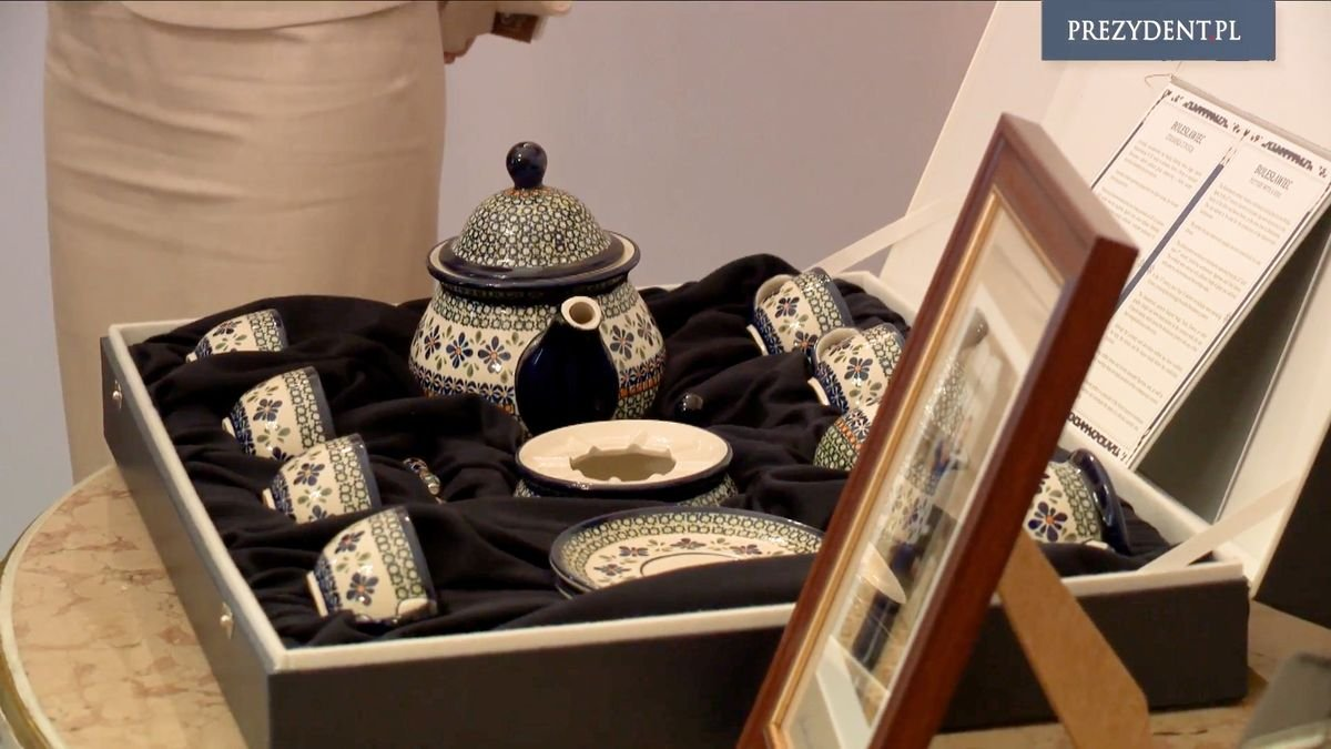 Agata Duda podarowała parze książęcej ceramikę z Bolesławca z-index: 0