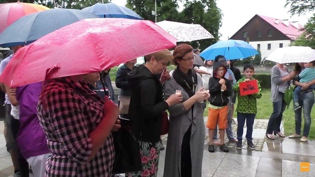 Deszcz nie straszny – kolejny raz ludzie spotkali się przed Sądem w Bolesławcu