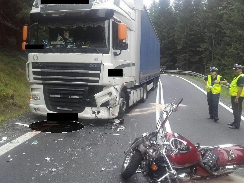 Śmiertelny wypadek: 52-letni motocyklista zderzył się z tirem