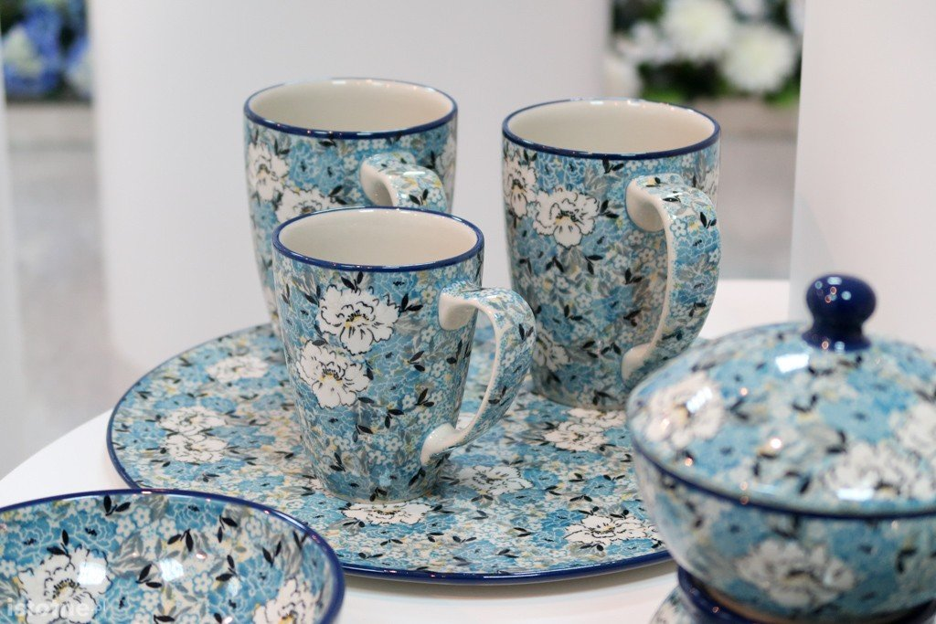 Galeria Artystyczna Zachwyca Zakłady Ceramiczne W Formie