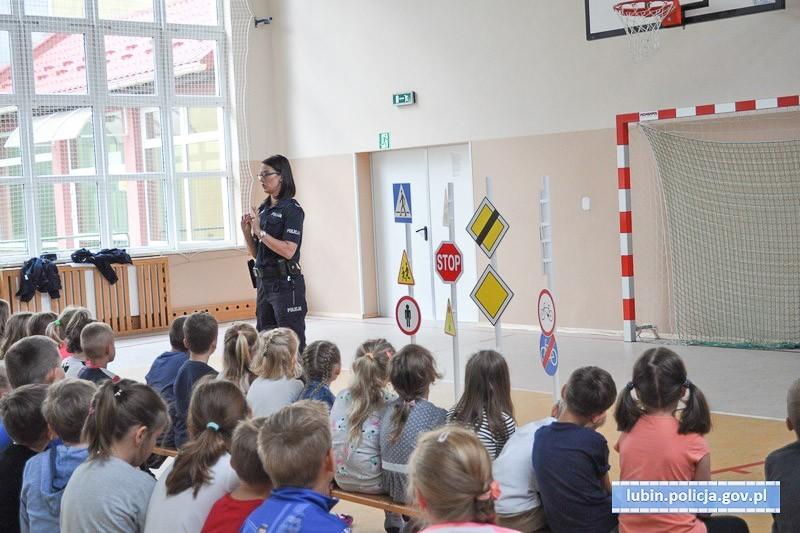 Bezpieczna droga do szkoły z lubińską policją z-index: 0