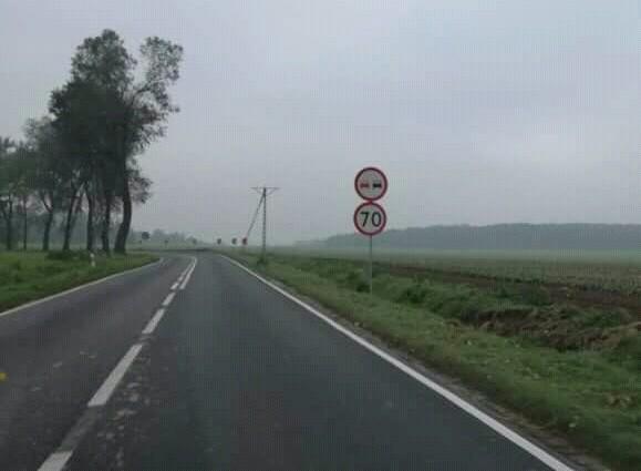 Nowe znaki drogowe przed zakrętem śmierci koło Warty