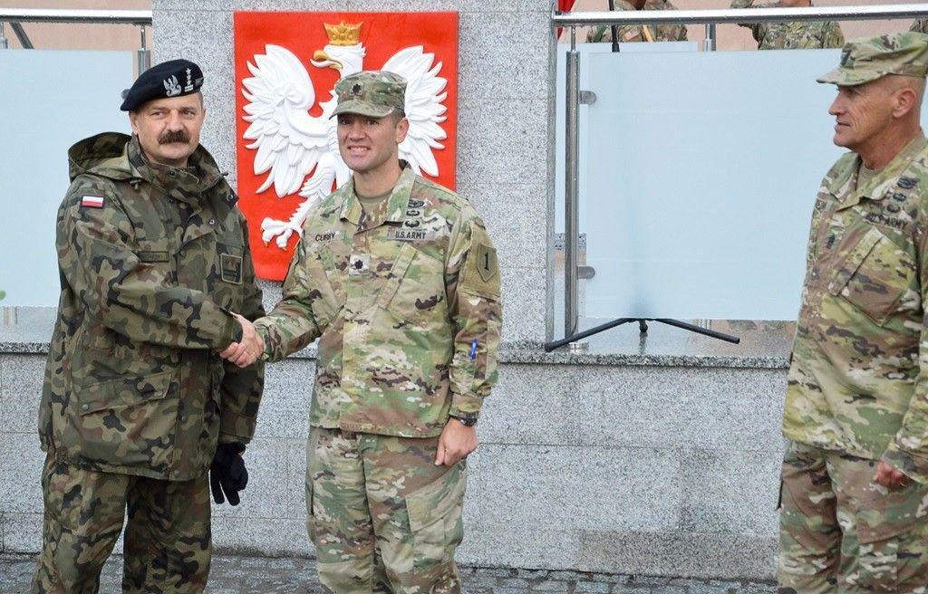 Artylerzyści powitali żołnierzy US Army i pożegnali ppłk. Radzimierskiego z-index: 0