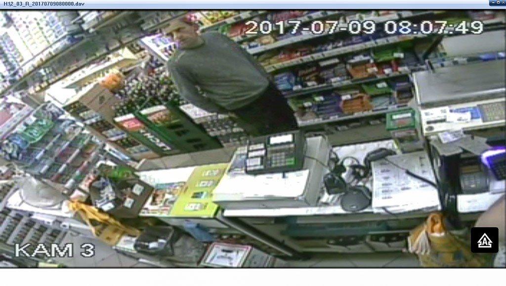 Przywłaszczył portfel i chciał zapłacić nie swoją kartą. Kto jest na zdjęciu?