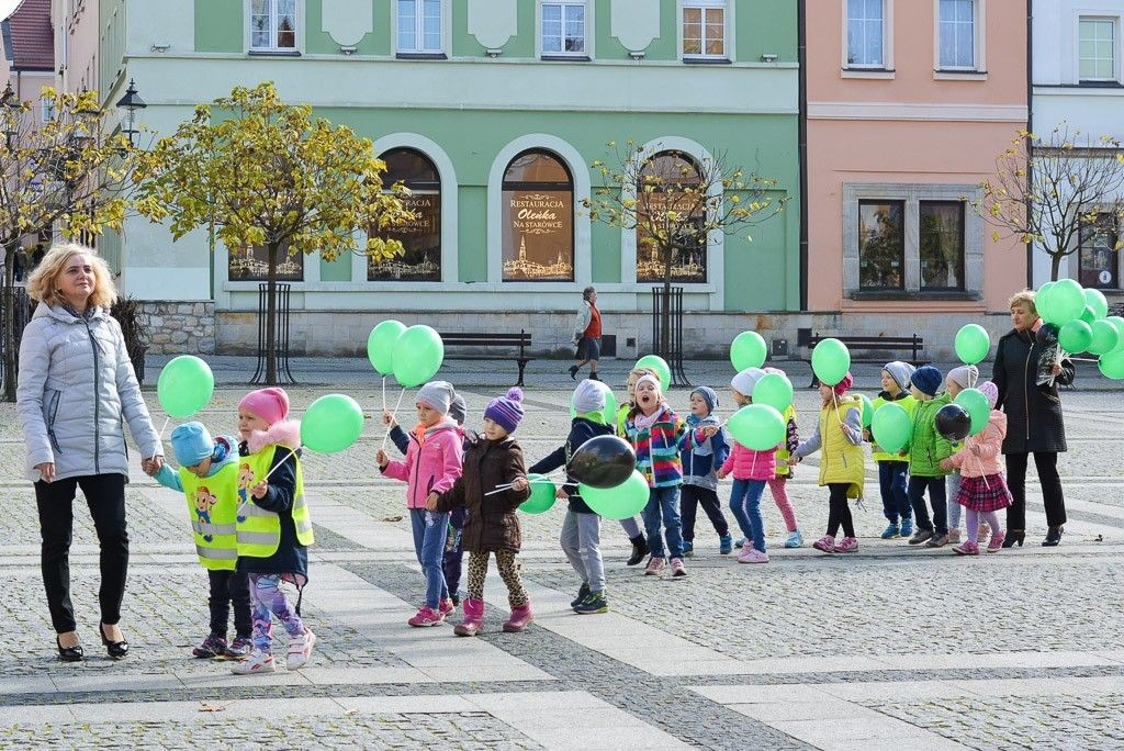 """Przedszkolaki zachęcały do udziału w akcji """"Nasze miasto oddycha"""""""