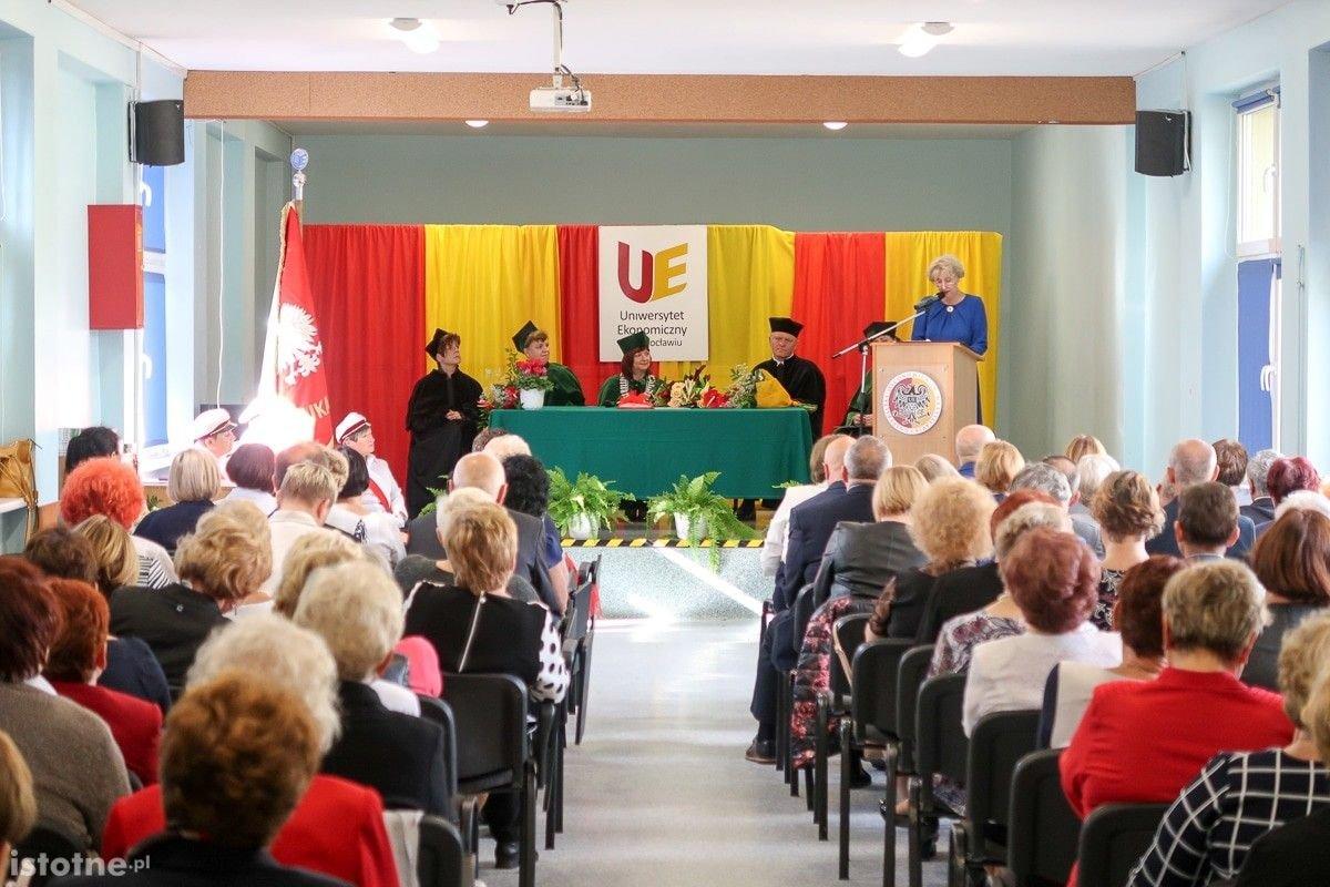Uroczyste rozpoczęcie roku w Uniwersytecie Trzeciego Wieku w Bolesławcu z-index: 0
