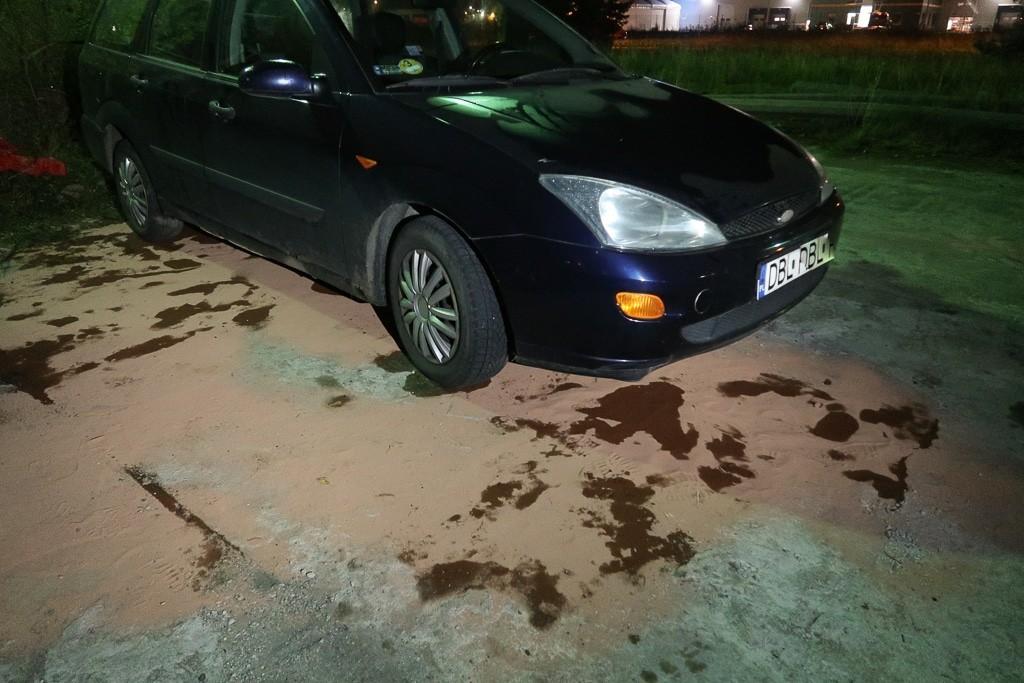 Uszkodzone pojazdy na parkingu przy ul. Kościuszki