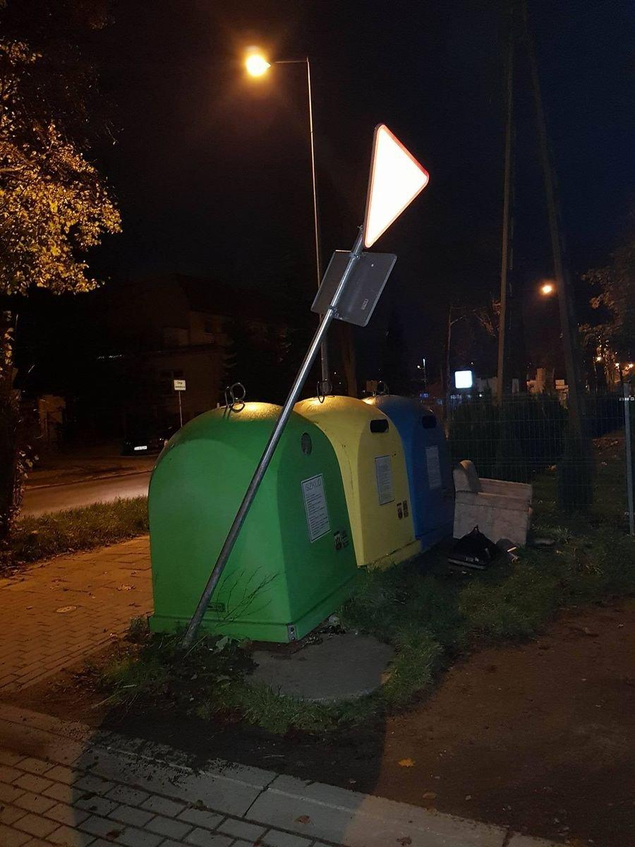 Uszkodzony znak przy ul. Dolne Młyny