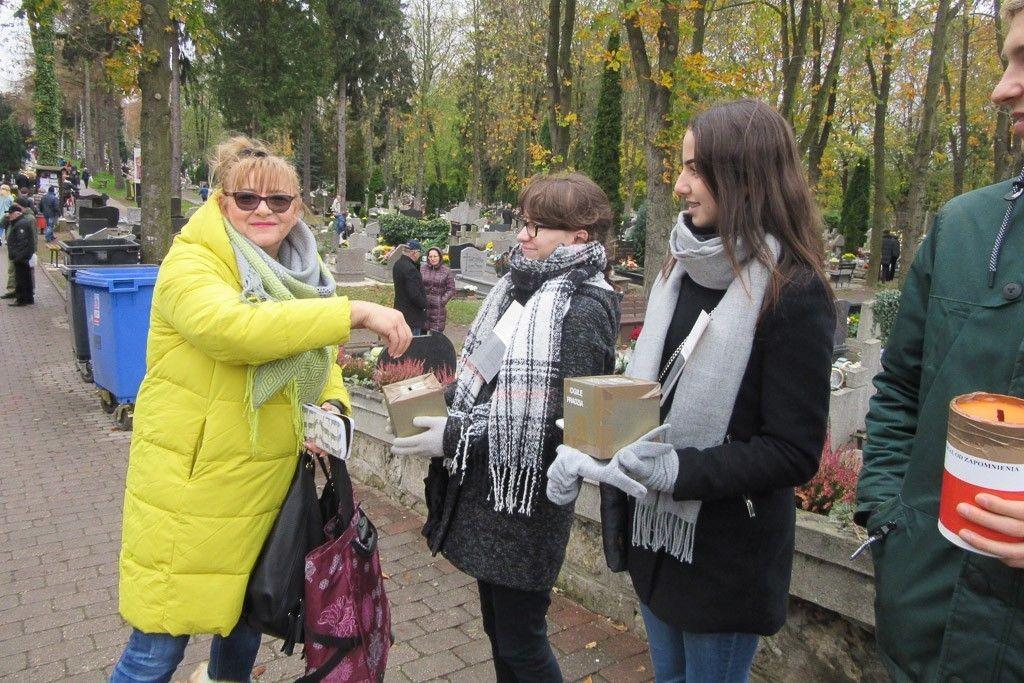 Zebrali ponad 3,7 tys. zł na akcję ratowania polskich cmentarzy na Kresach