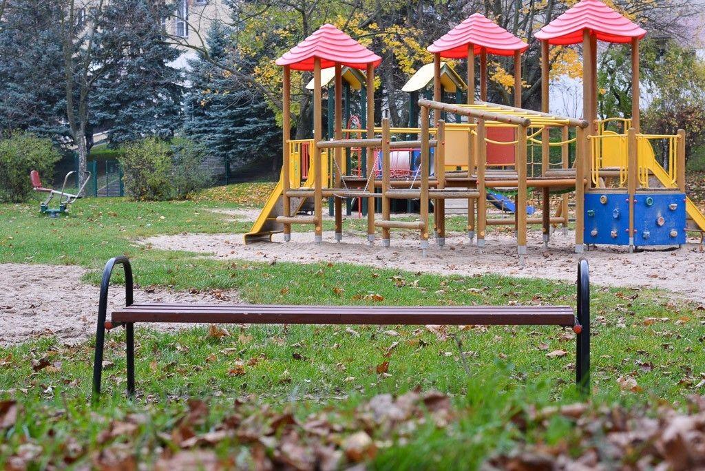 Za mało ławek i niewygodnie na placu zabaw przy Łukasiewicza?