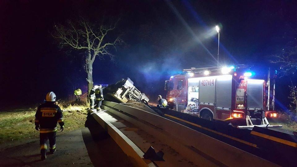 Ciężarówka wypadła z drogi koło Ocic