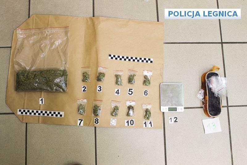 Trzech nastolatków wpadło z dużą ilością marihuany