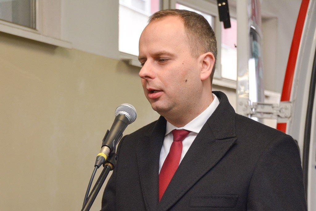 Wojewoda dolnośląski Paweł Hreniak przekazał szpitalowi powiatowemu w Bolesławcu kolejną karetkę z-index: 0