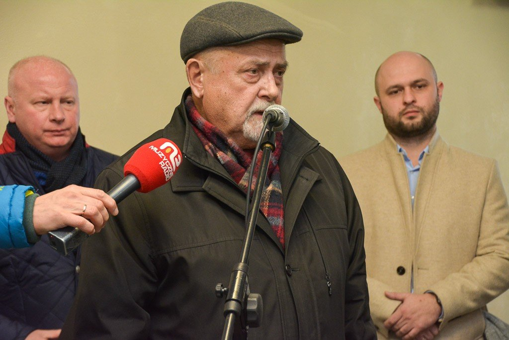 Wojewoda dolnośląski Paweł Hreniak przekazał szpitalowi powiatowemu w Bolesławcu kolejną karetkę
