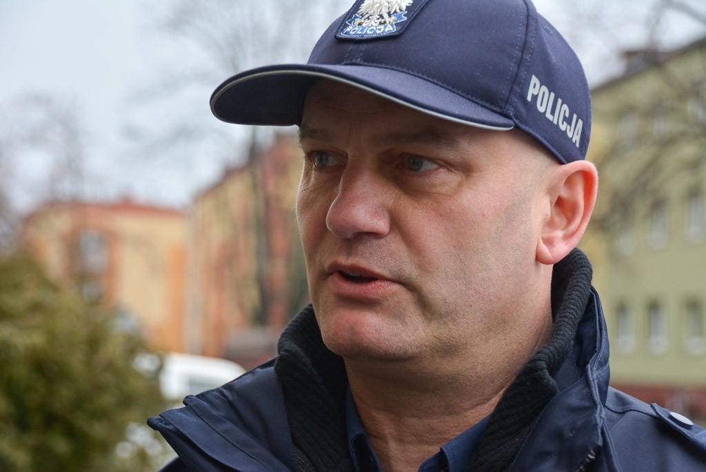 Policjanci z Warty Bolesławieckiej z nowym radiowozem. Zakup współfinansował burmistrz gminy Warta Mirosław Haniszewski
