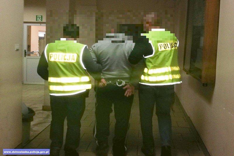 Napadli na salon gier w Gromadce. Cała piątka tymczasowo aresztowana