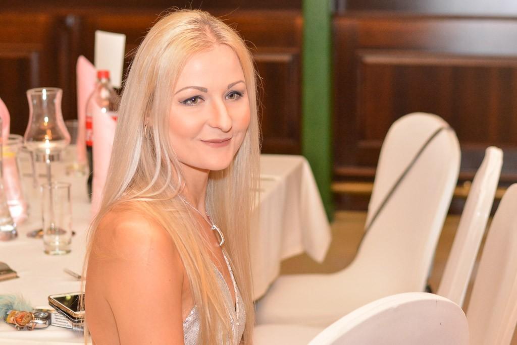 Studniówka uczniów Zespołu Szkół Handlowych i Usługowych w Bolesławcu w Pałacu Brunów (powiat lwówecki) z-index: 0