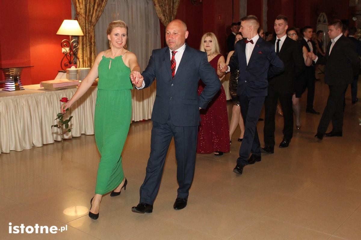 Studniówka uczniów Zespołu Szkół Handlowych i Usługowych w Bolesławcu w Pałacu Brunów