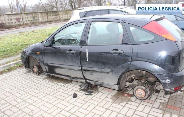 Nastolatkowie ukradli koła z co najmniej 6 aut z-index: 0