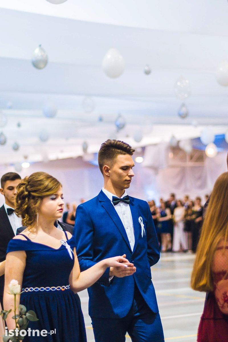 Studniówka II Liceum Ogólnokształcącego w Bolesławcu z-index: 0