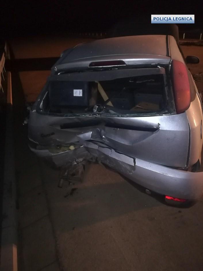 24-latek uciekał przed policją, spowodował wypadek. Mundurowi ciężko ranni. Jest areszt z-index: 0