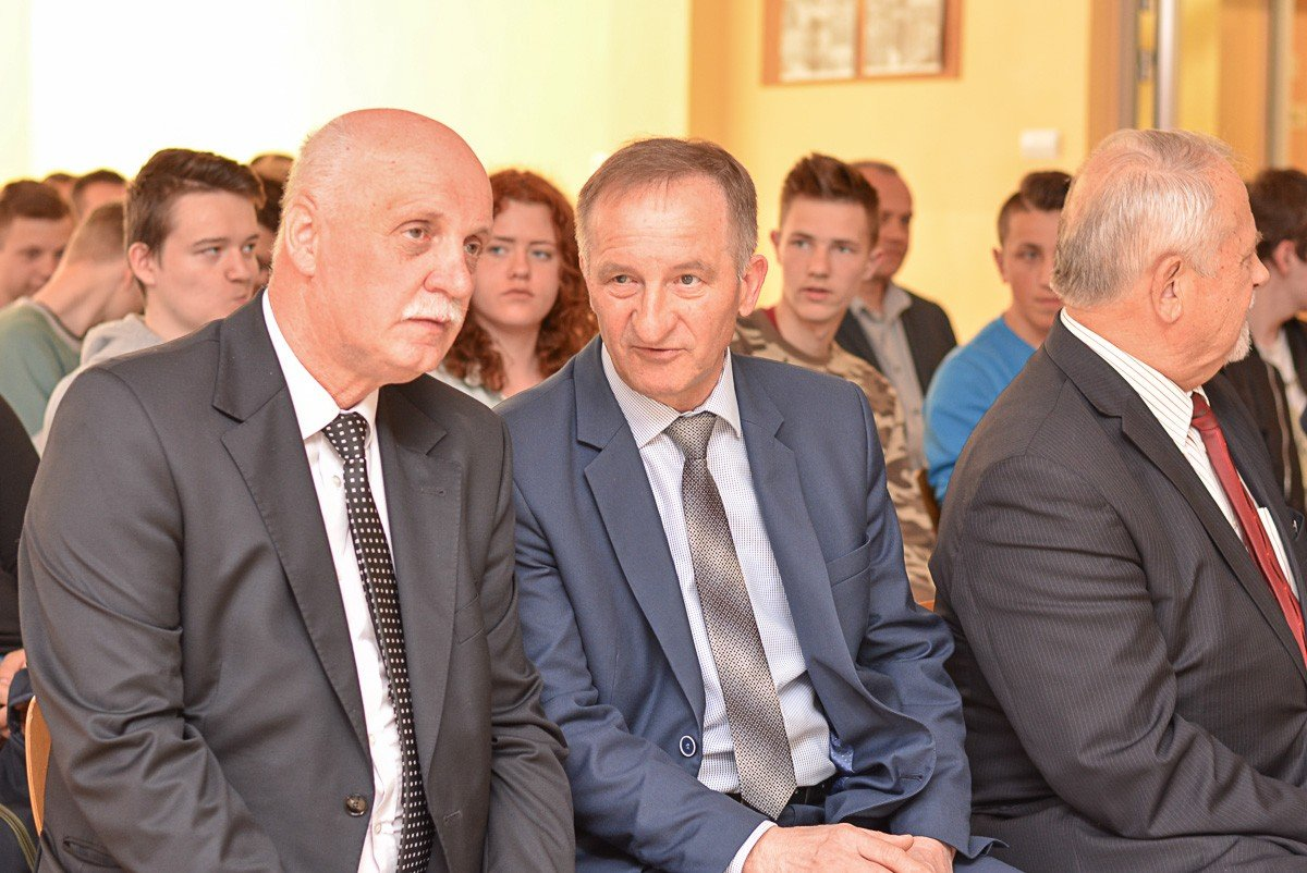 Podpisanie umowy patronackiej między Zespołem Szkół Mechanicznych w Bolesławcu a Kopalnią Gipsu i Anhydrytu Nowy Ląd w Niwnicach z-index: 0