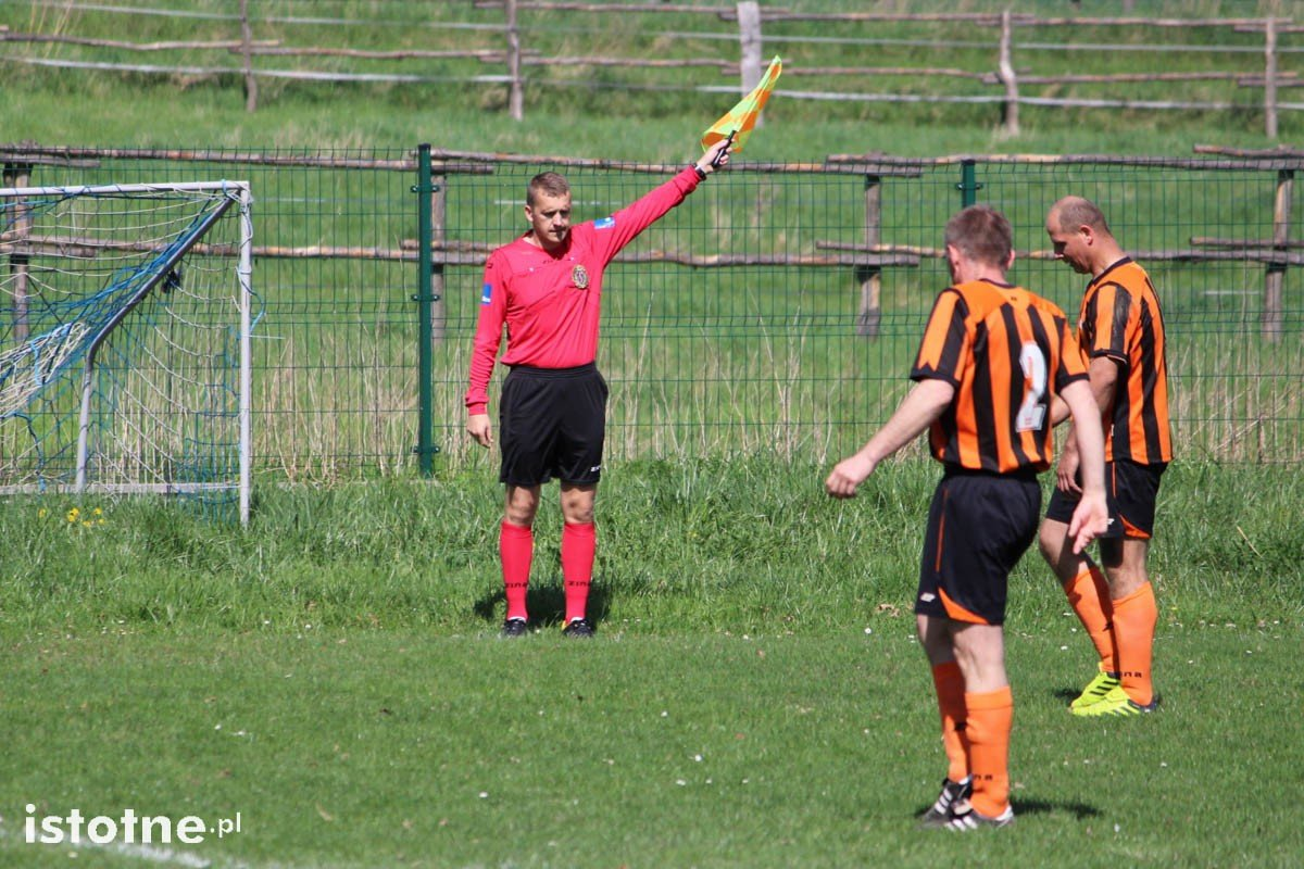 Dwa gole i dwie czerwone kartki na meczu w Łaziskach